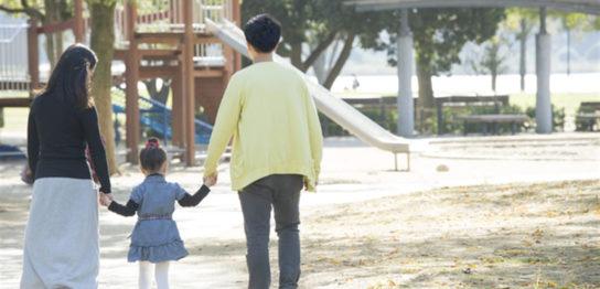 学資保険_公園_親子